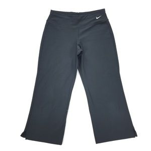 Nike   Fit Dry Athletic Capri Cropped Bottoms
